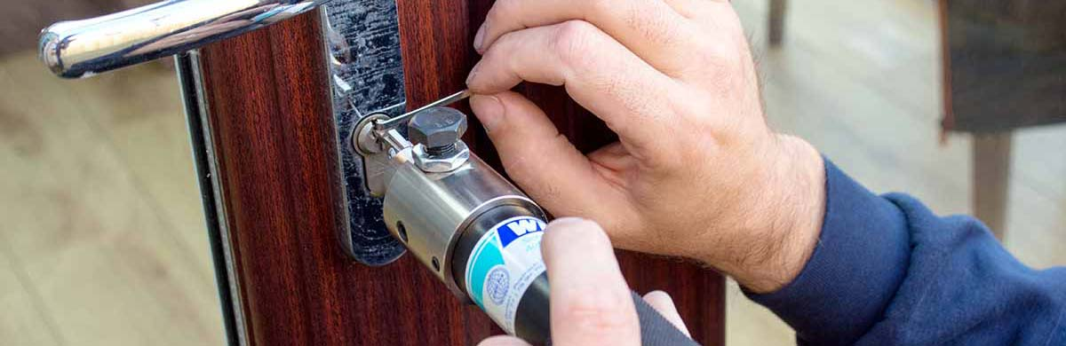 Edinburgh Locksmith Working